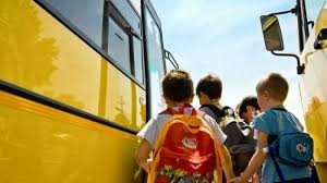 Reprezentanții elevilor, tinerilor, profesorilor și părinților cer decontarea integrală a navetei elevilor!