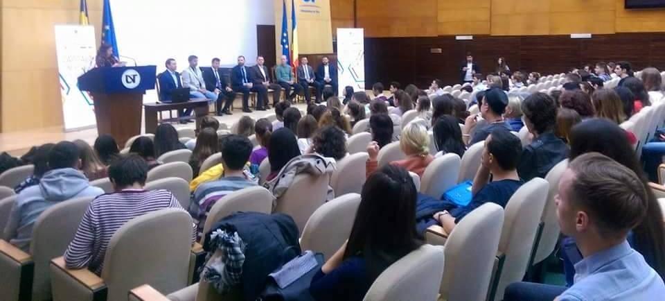 Prioritățile tinerilor, discutate cu liderii partidelor politice
